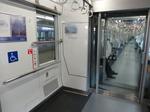 西武30000系(1次車)8両編成第2号車にある車椅子スペース(2014-01-05撮影) 2014-01-21 21-27.png