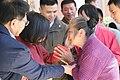 01.28 總統抵屏東楓港老人活動中心,向現場民眾發放福袋 (32441716661).jpg