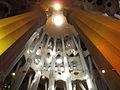 029 Sagrada Família, interior, columnes de l'absis.jpg