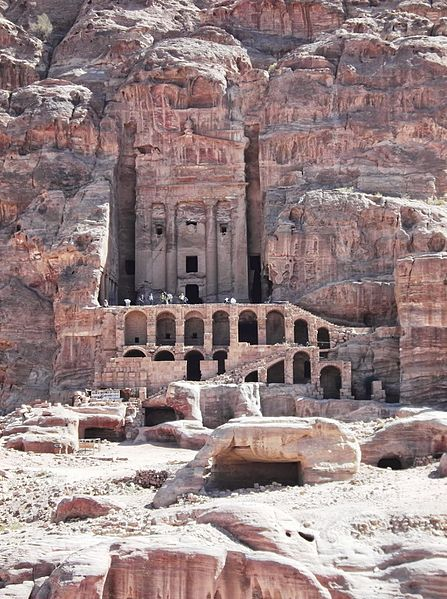 File:11 Petra High Place of Sacrifice Trail - The Urn Tomb - panoramio.jpg