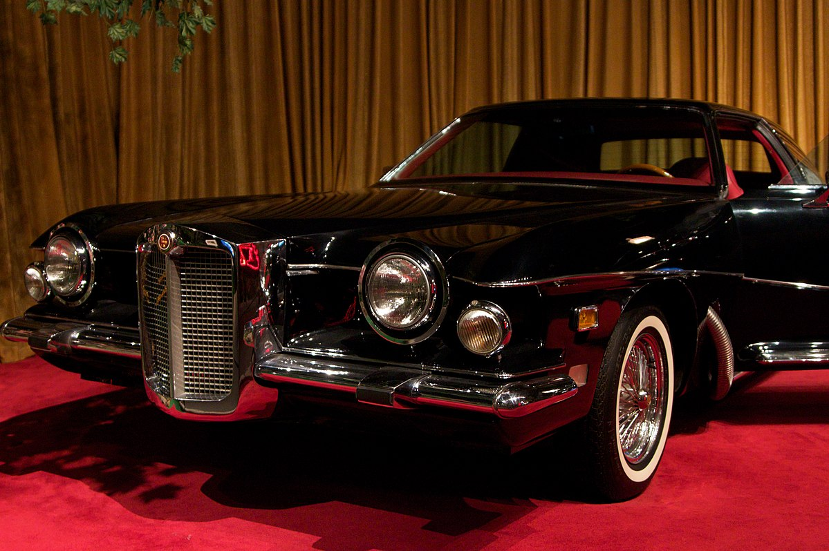 Elvis Presley was the first to own a luxurious 1971 Stutz Blackhawk.