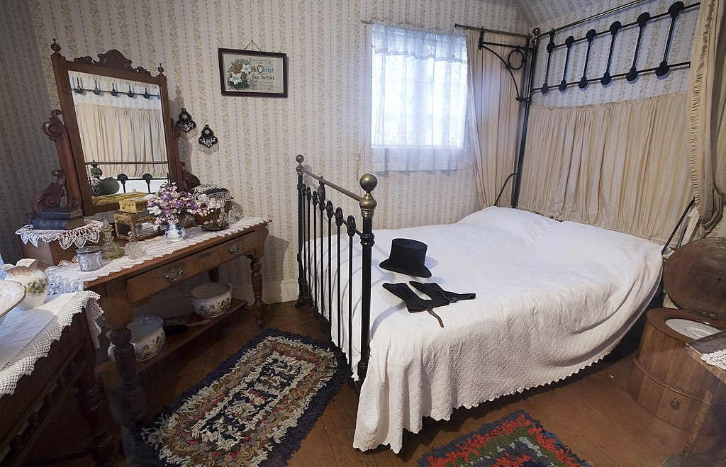 File 19th century bedroom auckland wikimedia for Bedroom designs nz