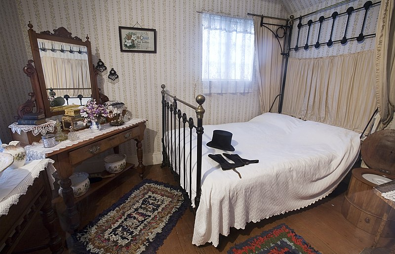 File:19th century bedroom, Auckland - 0906.jpg
