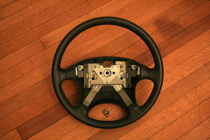 English: Steering wheel from a 1990 Geo Storm ...