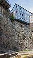 2014 Tbilisi, Domy na skale nad rzeką.jpg
