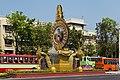 2016 Bangkok, Dystrykt Phra Nakhon, Aleja Ratchadamnoen, Ołtarz z wizerunkiem króla Ramy IX (07).jpg
