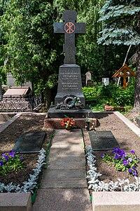 2019-07-29-3495-Novodevichy cemetery-Tretiakov.jpg