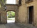 29 Pedralbes, portal sud del recinte.jpg