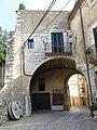 338 Casa Avinyó, portal de Sant Domènec (Peralada), façana oest.JPG