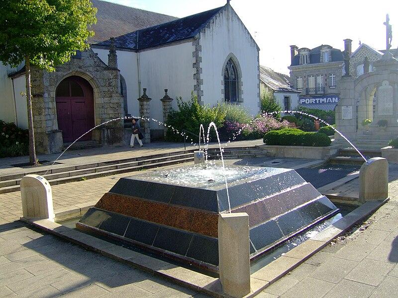 Place de l'Église, Plouay