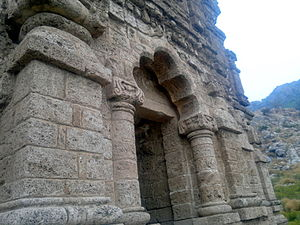 Amb Temples - Image: AMB Temples, three temples inside fort big temple side view