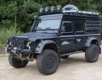 Portal axle - Land Rover Defender with portal axles and a lot of other bolt ons