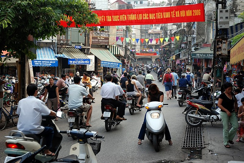 busy street description Descriptive writing descriptive writing provides an illustration of people, places, events down a city street consider what might be heard by a character who exists in a particular setting like this busy city do police sirens shriek in a restaurant.