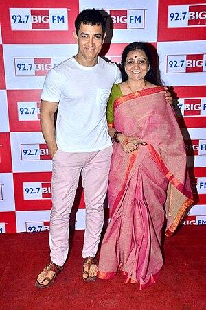 Bhawana Somaaya - Aamir Khan with Bhawana Somaaya at 92.7 BIG FM studio to promote Satyamev Jayate series, 2012.