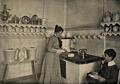 Agnes Sorma in ihrer Küche, 1899.png