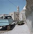 Akko. Havenfront met de toren van de Caravanserail met de zuilen of de Khan el U, Bestanddeelnr 255-9231.jpg