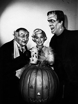 Al Lewis Beverley Owen Fred Gwynne Munsters Halloween publicity photo 1964.JPG