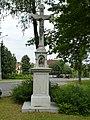 Albrechtice, kříž u kostela svatého Petra a Pavla.JPG