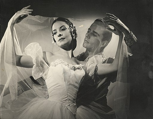 Alicia Alonso and Reyes Fernández in Giselle, 1960
