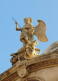 Angel on the front of the cathedral. Ангел на фронтоне собора - panoramio.jpg