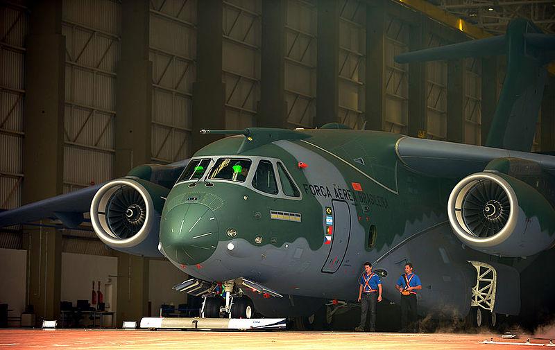 What-if? - Airbus A400 - ech 1/72 800px-Apresenta%C3%A7%C3%A3o_KC-390_%2815414135738%29_%282%29
