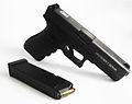 Arma de reglamento de la Policía Nacional de Panamá - GLOCK 17 - Proteger y Servir.jpg