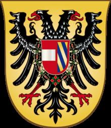 Kaiserliches Wappen Maximilians I. (Auf dem nimbierten deutschen Doppeladler, schwarz auf Gold, ein Brustschild, vorne in Rot ein silberner Balken, der Bindenschild, das ist Österreich, hinten von Gold und Blau dreifach schrägrechts geteilt in rotem Bord, das ist Burgund) (Quelle: Wikimedia)
