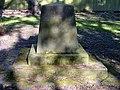 Arnold Daniel von Arentsschildt 1789-1852 Königlich Hannoverscher Generalmajor, Kommandeur 3. Kavallerie-Brigade, Grabmal in Celle, Hehlentorfriedhof westlicher Teil.jpg
