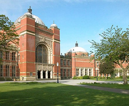 The Great Hall, where the final round of the first ever prime ministerial debate was held Aston Webb Hall, Birmingham University.jpg