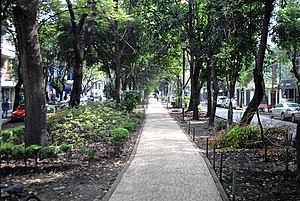 "Garden city movement - Park median in Avenida Ámsterdam, the ""grand avenue"" of the Mexico City subdivision Colonia Hipódromo de la Condesa, designed in 1926 and inspired in part by Ebenzer's Garden City"