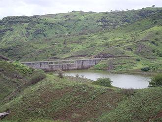 Ribeira Seca (Santiago) - The stream at the Poilão Reservoir