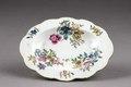 Blommigt porslinsfat gjort i Kina - Hallwylska museet - 95909.tif