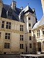 Bourges - palais Jacques-Cœur, cour (04).jpg