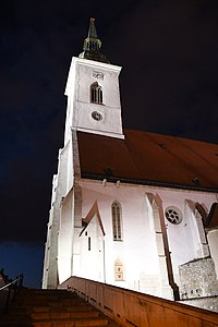 Bratislava-katedrála-večer2019.jpg