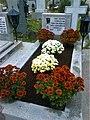 Bucuresti, Romania. Cimitirul Bellu Catolic. Noiembrie 2017. Ziua Mortilor. Mormantul compozitorului Dan Iagnov.jpg
