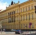Budova fakultního gymnázia v Praze 2 - panoramio.jpg