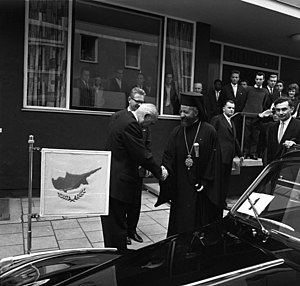 Foreign relations of Cyprus - Cyprus former President Makarios III at a state visit in Munich with the German Chancellor in 1962