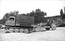 Bundesarchiv Bild 101I-203-1696-25, Albanien, Raupenschlepper Ost mit Kanone.jpg