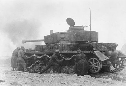 A German tank crew attempts to restore their Panzer IV's mobility after battle damage inflicted during the fighting. Bundesarchiv Bild 101I-312-0998-27, Monte Cassino, Panzerreparatur wahrend Kampf.jpg