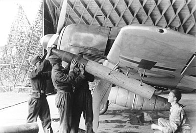 An Fw 190A arming-up with a BR 21 unguided rocket projectile Bundesarchiv Bild 101I-674-7772-13A, Flugzeug Focke-Wulf Fw 190, Bewaffnung.jpg