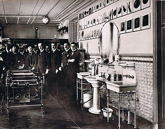 Celedonio Calatayud -  Marie Curie at the Radiological Institute of C. Calatayud