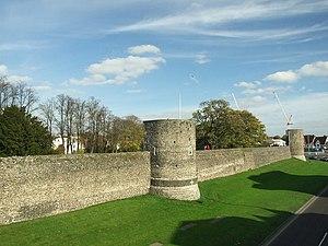 Canterbury city walls - Image: Canterbury town walls geograph.org.uk 1117994