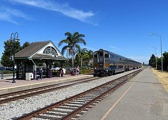 Hayward station (Amtrak) - A northbound Capitol Corridor train at Hayward station in 2018