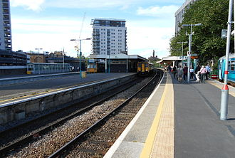 Cardiff Queen Street railway station - Queen Street station in 2015, looking north. The new Cardiff Bay shuttle platform 1 is on the extreme right. and the new platform 5 is on the far left.