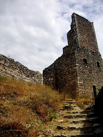 Kaninë Castle - Part of the fortification from inland side