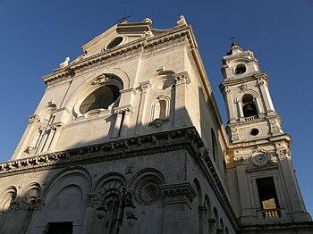 Церковь Санта-Мария-Иона-Ветере, западный фасад частично сохранился в своем первоначальном состоянии.
