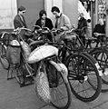 Cegléd 1972, kerékpár kenyerekkel - Fortepan 30648.jpg