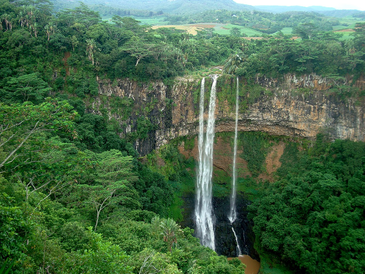 1280px Chamarel Falls 5