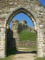 Chapel arch, Hastings Castle.JPG