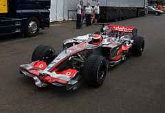 Goodwin w bolidzie McLaren MP4-23 podczas festiwalu Goodwood Festival of Speed w 2009 roku